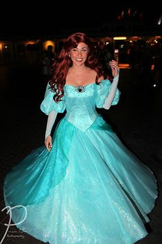Richard Schaefer, crossplayer extraordinaire showing off Ariel's New Dress ~ Stunning! Princess Inspired Outfits, Disney Princess Dresses, Disney Dresses, Ariel Cosplay, Disney Cosplay, Ariel Costumes, Cool Costumes, Disneyland Princess, Ariel Dress