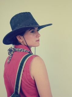 #LadyMoreth #hat #cowboy #girl #red #leopard #fashion #streetstyle #outfits #bag #rucksack