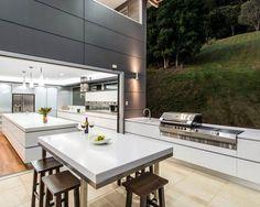 16 Outdoor Deck Ideas for Better Backyard Entertaining (Fres Home) Modern Outdoor Kitchen, Outdoor Kitchen Countertops, Outdoor Living, Outdoor Kitchens, Backyard Kitchen, Modern Backyard, Kitchen Contemporary, Summer Kitchen, Backyard Barbeque