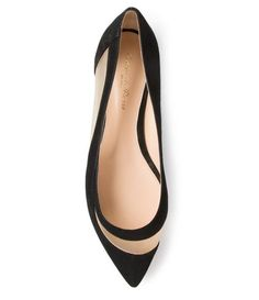 Shop ballerina shoes for women at Farfetch and find iconic flat shoes by Chloé, Valentino and Jimmy Choo. Pretty Shoes, Beautiful Shoes, Cute Shoes, Me Too Shoes, Fashion Shoes, Fashion Accessories, Prom Shoes, Shoe Closet, Crazy Shoes