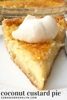Coconut Custard Pie If you're keeping count, this is my third pie in a row. It's November! And making pie is fun! Today's recipe is a new favorite of mine: Coconut Custard Pie! It's basi… Kokos Desserts, Tolle Desserts, Coconut Desserts, Small Desserts, Coconut Recipes, Great Desserts, Best Coconut Custard Pie Recipe, Crustless Coconut Pie Recipe, Pie Dessert
