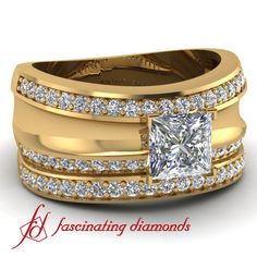 Princess cut Diamond Ring and band in Yellow Gold