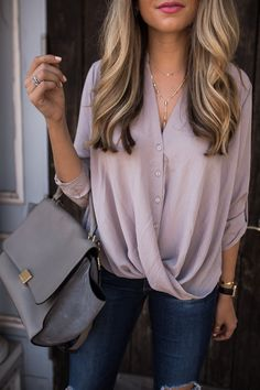 Faux Wrap Blouse - Shirt Casuals - Ideas of Shirt Casual - Ashley Robertson Wearing Kendra Scott Grant Y Necklace Fashion Moda, Look Fashion, Autumn Fashion, Lolita Fashion, Rockabilly Fashion, Fashion Spring, Fashion Boots, Latest Fashion, Fashion 2018