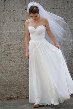 Trägerloses Hochzeitskleid französischer Spitze von ShaniBlumenfeld