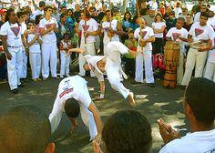 Roda de capoeira no Parque da Redenção, Porto Alegre, Brasil.