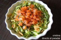 Espaguetis de calabacín con salmón marinado. Receta Food N, Food And Drink, Tasty, Yummy Food, Main Dishes, Brunch, Healthy Eating, Healthy Recipes, Meals