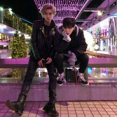 Don't know who these two are but my kink in Asian men is now stronger - Boys and Girls - Info Korea Boys Korean, Korean Couple, Cute Korean, Asian Boys, Asian Men, Korean Boys Ulzzang, Ullzang Boys, Hot Boys, Korean Aesthetic