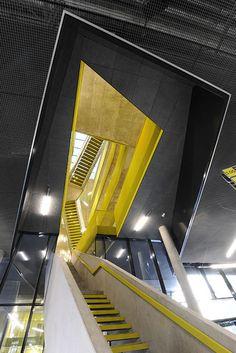 Sens - Image Ces escaliers et ces lignes dans plusieurs sens, renvoient aux différents sens des éléments de mon format.