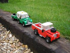 A pair of Series 2 Lego Land Rovers: green and a red Series 2 Land Rover, Transporter Van, Lego Machines, Lego Projects, Classic Series, Custom Lego, Land Rovers, Lego Creations, Lego City
