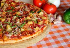 Príprava: Rúru predhrejeme na 175°C. Do pizzovej formy dáme papier na pečenie. Suché komponenty dobre zamiešame v jednej nádobe a vlhké súčasti v ďalšej nádobe. Hawaiian Pizza, Logo Nasa, Vegetable Pizza, Restaurant, Vegetables, Food, Print Advertising, Professional Photography, Social Networks