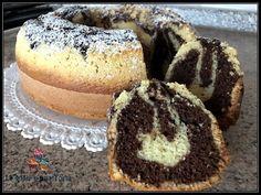 CIAMBELLONE SOFFICISSIMO VARIEGATO ALLA NUTELLA Avevo voglia di un dolce classico da colazione, con pochi grassi e la consistenza morbida e soffice di una chiffon cake! Ecco a voi la mia super ciam… Coca Cola, Nutella Cookies, Spritz Cookies, Chiffon Cake, Mini Desserts, Sweet Recipes, Cupcake Cakes, Cheesecake, Deserts