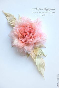 Silk flowers Leather Flowers, Lace Flowers, Felt Flowers, Fabric Flowers, Feather Crafts, Flower Crafts, Flower Art, Pink Christmas Tree Decorations, Band Kunst
