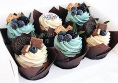 Pin on Cupcakes Cupcake Flavors, Cupcake Recipes, Dessert Recipes, Fancy Cupcakes, Yummy Cupcakes, Pretty Cupcakes, Lemon Cupcakes, Strawberry Cupcakes, Cupcake Cake Designs