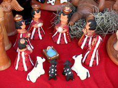 Figuras de barro de Chinautla para los nacimientos, belenes o pesebres en el mercado central de Guatemala. by RobertoUrrea, via Flickr