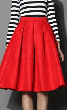 Stripes & a pop of red? Yes, please! http://rstyle.me/n/snjjvn2bn