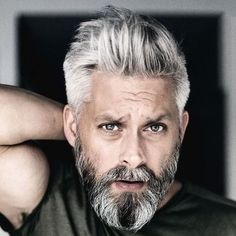 42 Hairstyles for Men with Silver and Grey Hair – Men Hairstyles World – Men's Hairstyles and Beard Models Silver Fox Hair, Short Silver Hair, Long Gray Hair, Dark Hair, Blue Hair, Short Hair, Best Hairstyles For Older Men, Haircuts For Men, Men Hairstyles