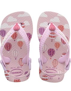 Baby style reaches new heights with the Baby Chic Aus. Hot air balloons float across a pink cloud-printed sole and fabric slingback straps keep tiny feet comfortable and secure. Thong style with a comfortable slingback strap for a secure fit Cushioned footbed with textured rice pattern and rubber sole Made in Brazil