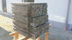 Holzstapel mit Schubladen