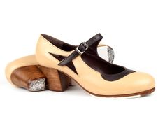 Rosa Mercedes #Flamenco #Shoes for #tap #dance. Leather 08 Beige & 11 Brown combination | Cuban 45 mm walnut dyed heel, with nails. Hand made to measure spanish shoes ArteFyL