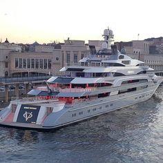 Most Popular Power Boats and Why to Use Them – Voyage Afield Yacht Luxury, Luxury Yacht Interior, Luxury Life, Super Yachts, Big Yachts, Yacht Design, Boat Design, Bateau Yacht, Ski Nautique