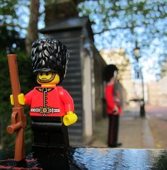 LEGO Collectible Minifigures Series 5 : Royal Guard @ St. James Palace