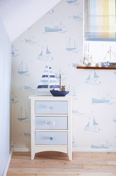 Tapeta 110531 Sail Away All About Me Harlequin Boat Wallpaper, Harlequin Wallpaper, Pattern Wallpaper, Nursery Wallpaper, Retro Wallpaper, Fabric Wallpaper, Bedroom Color Schemes, Bedroom Colors, Papier Paint