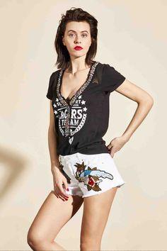 En la  boutique  MaribelFernández tenemos disponible esta  camiseta de la  firma de 8e5e161d6ba5c