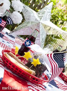 Place setting!  My July 4th tablescape picnic ideas, for round 3 of the Sundry Soiree Challenge on the PSMIYO blog! #stars #flags #foil