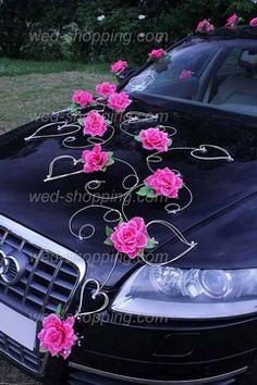 Decoration voiture de mariés fushia roses roses et le coeur                                                                                                                                                                                 Plus