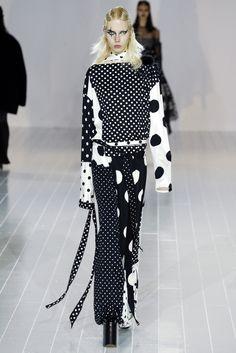 Lady Gaga And Kendall Jenner Walk Marc Jacobs Fashion Show Dots Fashion, Monochrome Fashion, Fashion 2020, Fashion News, Runway Fashion, Spring Fashion, Fashion Show, Womens Fashion, Fashion Design