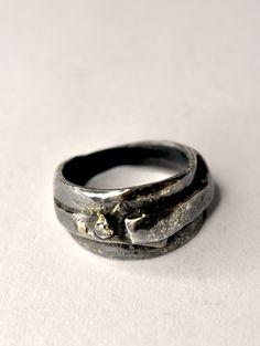 15 pts. diamond  & oxidized silver ring. --------Alberto Dávila-