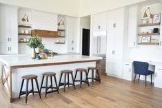 A gorgeous farmhouse kitchen transformation! #farmhouse #farmhousekitchen #farmhousestyle