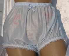 Image about cute in by ᐱᕇཧཇᒵ ༒ ᓬᕕᗐᕮ on We Heart It Pretty Outfits, Cool Outfits, Fashion Outfits, Silk Shorts, Boho Shorts, White Shorts, Pretty Lingerie, Ulzzang Girl, Aesthetic Girl