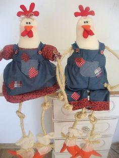 Casal galo e galinha feito de algodão com enchimento anti alergico peso para ficar sentados  perna de corda R$ 53,90