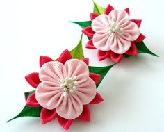 Kanzashi Fabric Flowers. Set of 2 hair clips. Pink and green