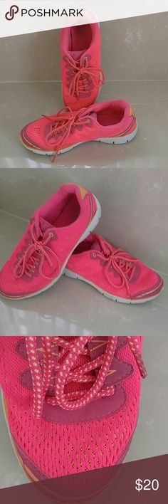 REDUCED PRICE! PINK ATHLETIC SNEAKERS, MAKE OFFER! Old Navy hot pink workout sneakers made by Old Navy lightweight material and very breathable! Makes working a pleasure! Lots of miles left on this pair! Old Navy Shoes Sneakers