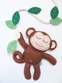 Cute monkey feltie - sweet idea for a Quiet Book. Felt Diy, Felt Crafts, Fabric Crafts, Fabric Animals, Felt Animals, Felt Patterns, Stuffed Toys Patterns, Monkey Pattern, Felt Books
