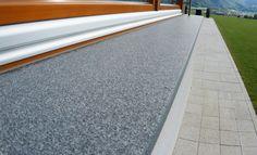 Egal ob Funktionalität, Widerstandsfähigkeit, Pflege oder hygienische Bedingungen - Granit besitzt alle positiven Eigenschaften.  http://www.werk3-cs.de/granit-fensterbaenke-passende-granit-fensterbaenke