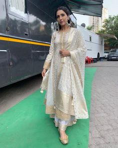 #neetimohan#indiancelebrity#beautiful Indian Celebrities, Kimono Top, Sari, Singer, How To Wear, Traditional, Outfits, Beautiful, Instagram