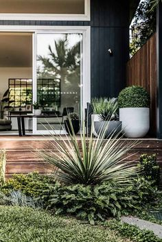 Looking For Easy Landscaping Tips? Outdoor Plants, Outdoor Areas, Landscaping With Rocks, Backyard Landscaping, Landscaping Around Deck, Driveway Landscaping, Landscaping Ideas, Landscape Design, Garden Design