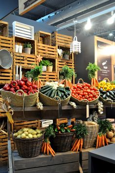 Pin by ranjit batth on produce market in 2019 vegetable shop, fruit shop, s Farmers Market Display, Produce Market, Vegetable Shop, Vegetable Stand, Produce Displays, Fruit Displays, Fruit Shop, Farm Store, Fruit Stands