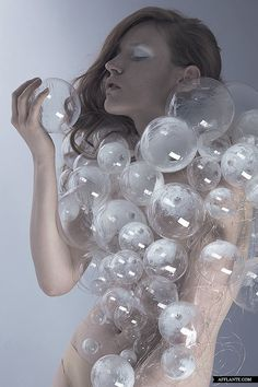 Best in Sculptural Fashion: Love thiw whimsical wearable sculpture made with transparent bubble shapes & wire - fashion;