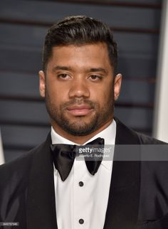 NFL player Russell Wilson attends the 2017 Vanity Fair Oscar Party hosted by Graydon Carter at Wallis Annenberg Center for the Performing Arts on February 2017 in Beverly Hills, California. Russell Wilson Family, Ciara And Russell Wilson, Seahawks Team, Seattle Seahawks, American Football Players, Football Team, Beautiful Men Faces, Gorgeous Men, Graydon Carter