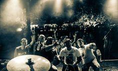 Na sexta-feira, dia 22, a banda Rhox se apresenta no Caverna's Bar, a partir das 22h. A entrada custa R$ 10.