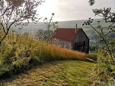 A highly detailed yet simple woodcutter's refuge cabin situated on a hillside in Devon. As featured in volume two of the cabin bible 'Cabin Porn Inside'. Modern Barn, Modern Rustic, Ireland Homes, House Ireland, Garden Cabins, Cabin House Plans, Farmhouse Renovation, Timber House, Cabin Homes
