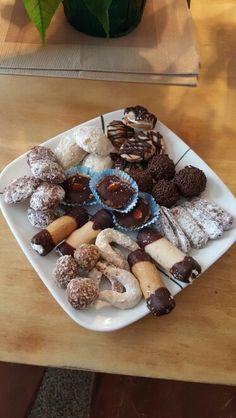 Czech Christmas cookies Czech Food, Czech Recipes, Christmas Cookies, Cereal, Breakfast, Xmas Cookies, Morning Coffee, Christmas Crack, Christmas Biscuits