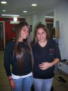 Lionel Messi Blog: Lionel Messi and Antonella Roccuzzo In Hair Saloon - Photo Collection Part -02
