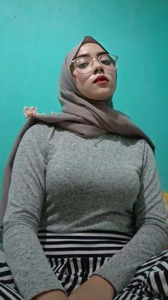 """gpp on Twitter: """"Bangsat, si DINZEN banyak juga yang demen, ngentot dah emang toketnya… """" Hijab Teen, Arab Girls Hijab, Girl Hijab, Muslim Girls, Muslim Women, Beautiful Arab Women, Beautiful Hijab Girl, Beautiful Asian Girls, Pirate Girl Tattoos"""