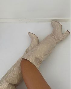 Pretty Shoes, Cute Shoes, White Boots, White Aesthetic, Sock Shoes, Heeled Boots, Cute Outfits, Shoe Game, Footwear