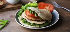 Kjøp Fiskekake i pita på Kolonial. Hamburger, Ethnic Recipes, Food, Hamburgers, Burgers, Meals
